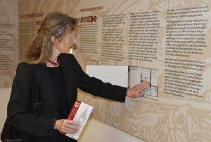 Wehrkirchendokumentation Edlitz - tastbare Bilder (Relieffolie) und Punktschrift (Braille).
